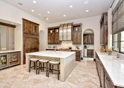 Santa-Barbara-Transitional-Kitchen-by-Zbranek-and…ome-Builders