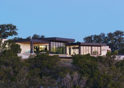 Exterior Rear Dusk Hill Country Contemporary – Casa Tre Cortili by-zbranek-and-holt-custom-homes-luxury-home-builders-austin